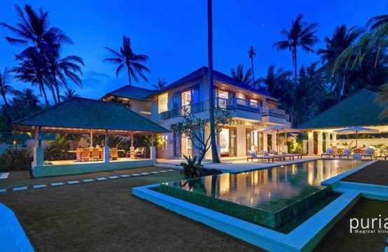 Bakung Beach Villa - Pool and Villa at Night
