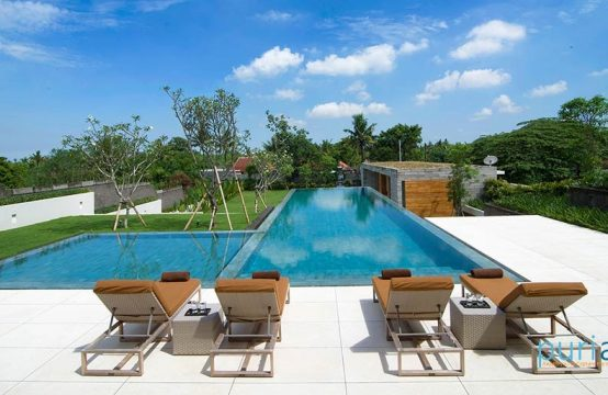The Iman Villa - Luxury Five Bedrooms Villa in Canggu