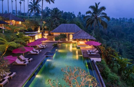 Villa Awan Biru - Pool and Villa at Night