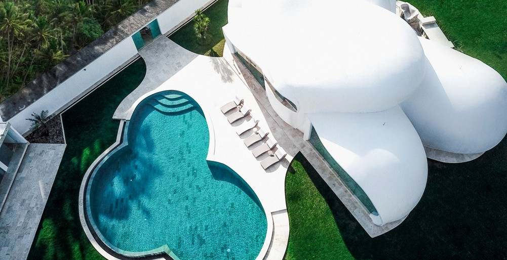 Villa Cloud - Free Form Pool